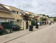 10 radových domov, Svätý Jur